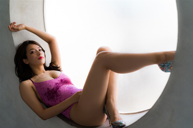 Ms. Asami is lying down, her bust is 89 cm, her breasts are relatively large, her figure is very graceful, she is a sexually attractive woman, she is wearing a (purple swimsuit) Japanese & Asian sexy beauty breast gravure idol (swimwear model), she is a sexually attractive woman.