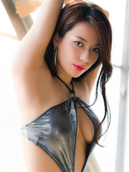 Ms. Asami is a Japanese & Asian sexy beauty gravure idol (bikini model) & actress, wearing a silver sexy swimsuit, her bust is 89 cm, her breasts are relatively large, her body is quite beautiful, she is a sexually attractive woman.