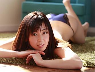 Japanese & Asian mature gravure idol (swimwear model) Ms. Emiri is wearing blue lingerie, she is lying on the yellow-green carpet.