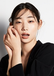 Ms. Anju was born in 1995, she is 176 cm tall, she is a Japanese & Asian fashion model & catwalk model (runway model), she is a tall & slender.